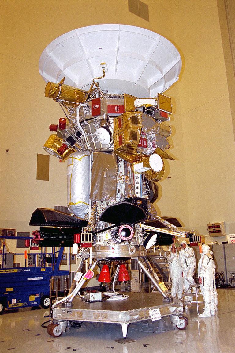 Assemblage de l'orbiteur Cassini