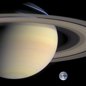 Comparaison Terre et Saturne à l'échelle