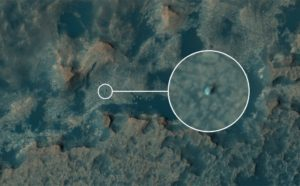 Le satellite Mars Reconnaissance Orbiter photographie Curiosity à 266 km d'altitude