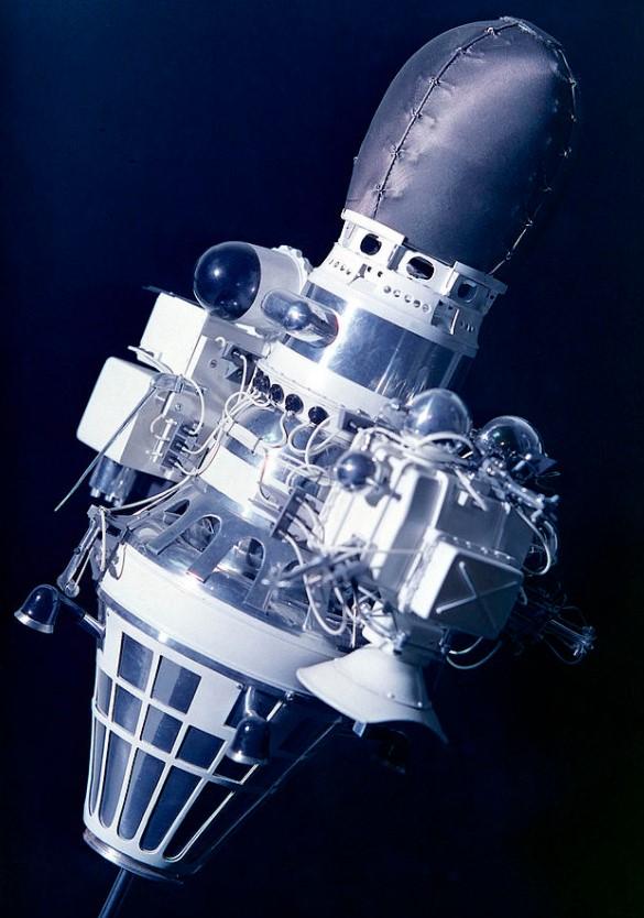 Maquette de la sonde spatiale Luna 9