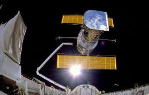 Déploiement du télescope Hubble dans l'espace