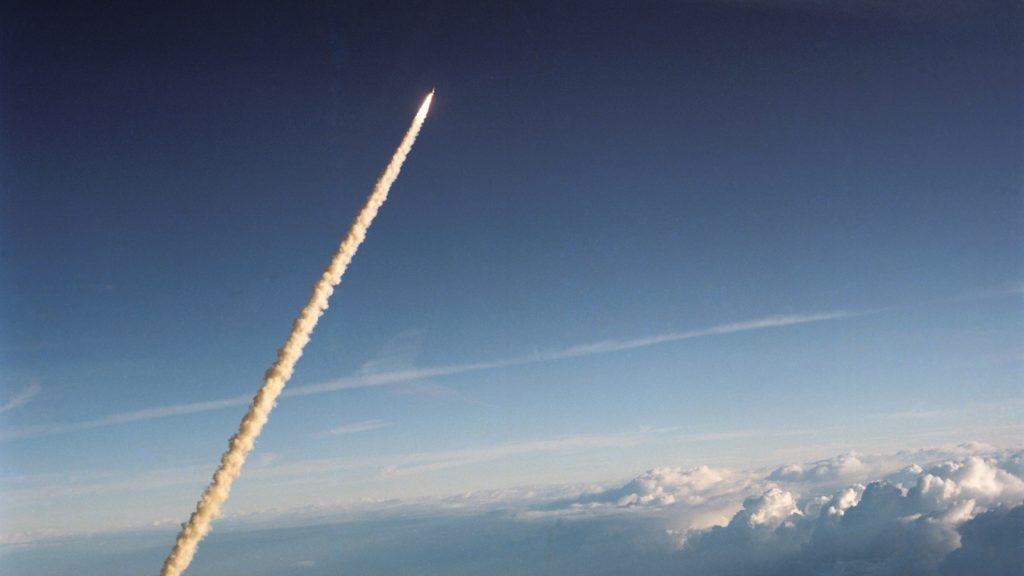 Décollage de la mission STS 41-B, direction l'espace!