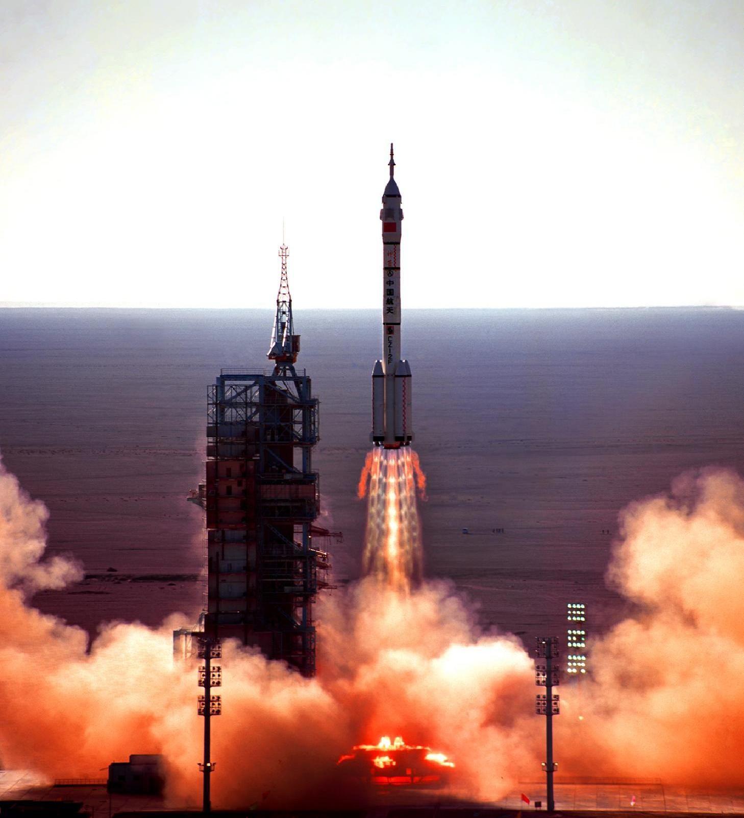 Décollage de la mission Shenzhou 1