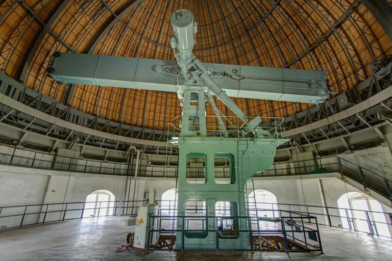 """Active depuis plus d'un siècle, la """"Grande Lunette"""" demeure par ses dimensions la plus grande lunette d'Europe et la troisième au monde, ceci dû a ses dimensions (83cm de diamètre et 16m de focale) © S. Golovanow"""
