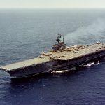 Le porte-avions de la marine américaine USS Forrestal photographié en mer le 31 mai 1962, lors de la préparation de son cinquième déploiement. ©US Navy